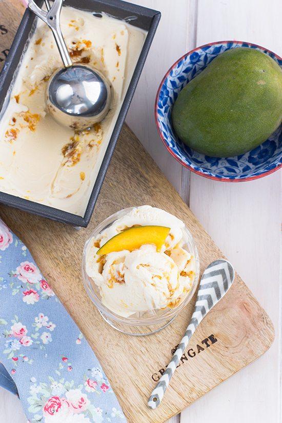 Helado de vainilla y mango