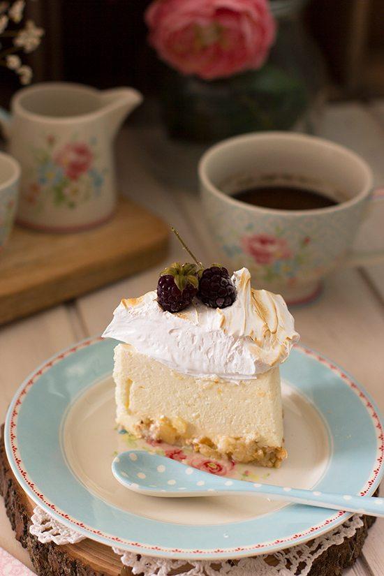 Tarta de limón con merengue crujiente