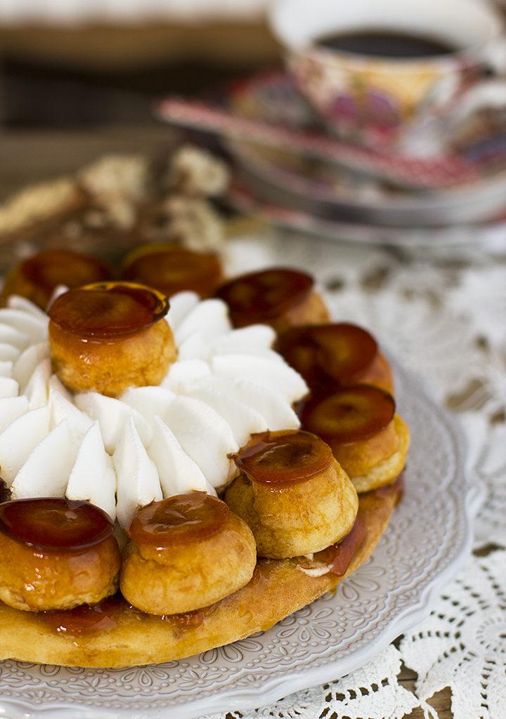 Tarta Saint Honoré: Tarta De Profiteroles, Crema Y Caramelo