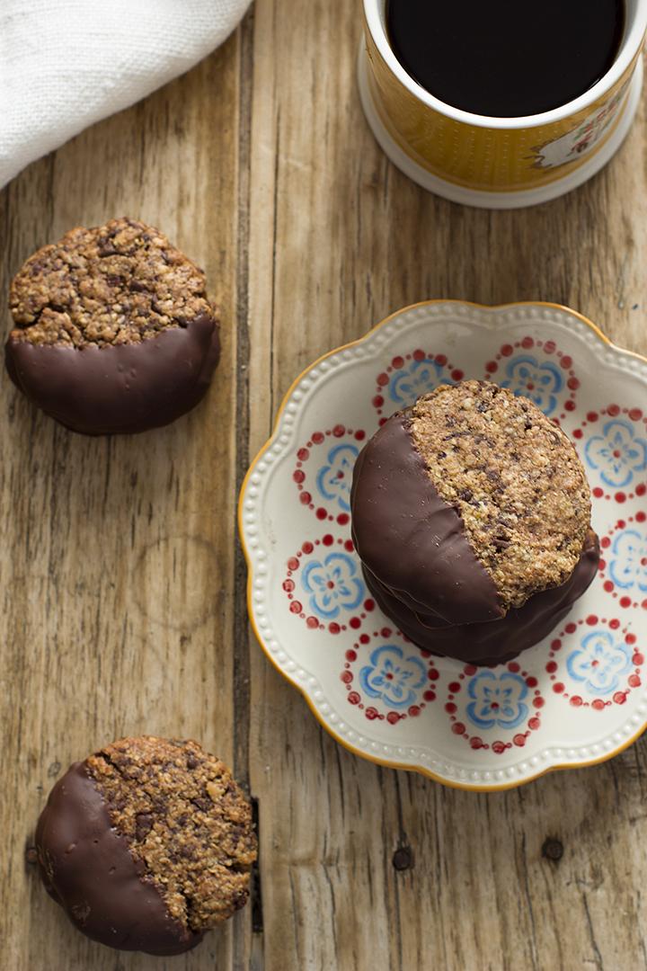 Cookies de avena con chocolate y relleno de dulce de dátiles
