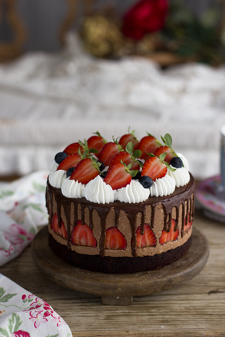 Pastel De Mousse De Chocolate Y Fresas Suave Y Adictiva