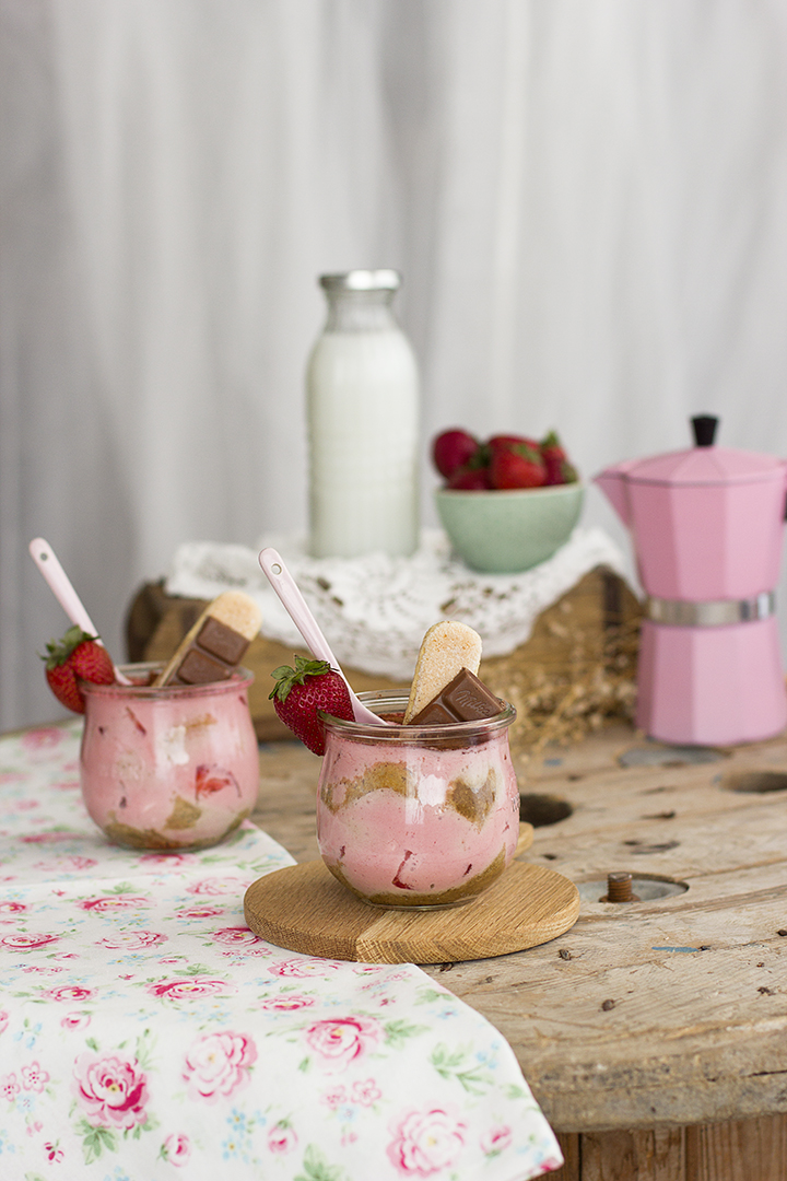 Tiramisu de fresa Receta fácil en 10 minutos saludable