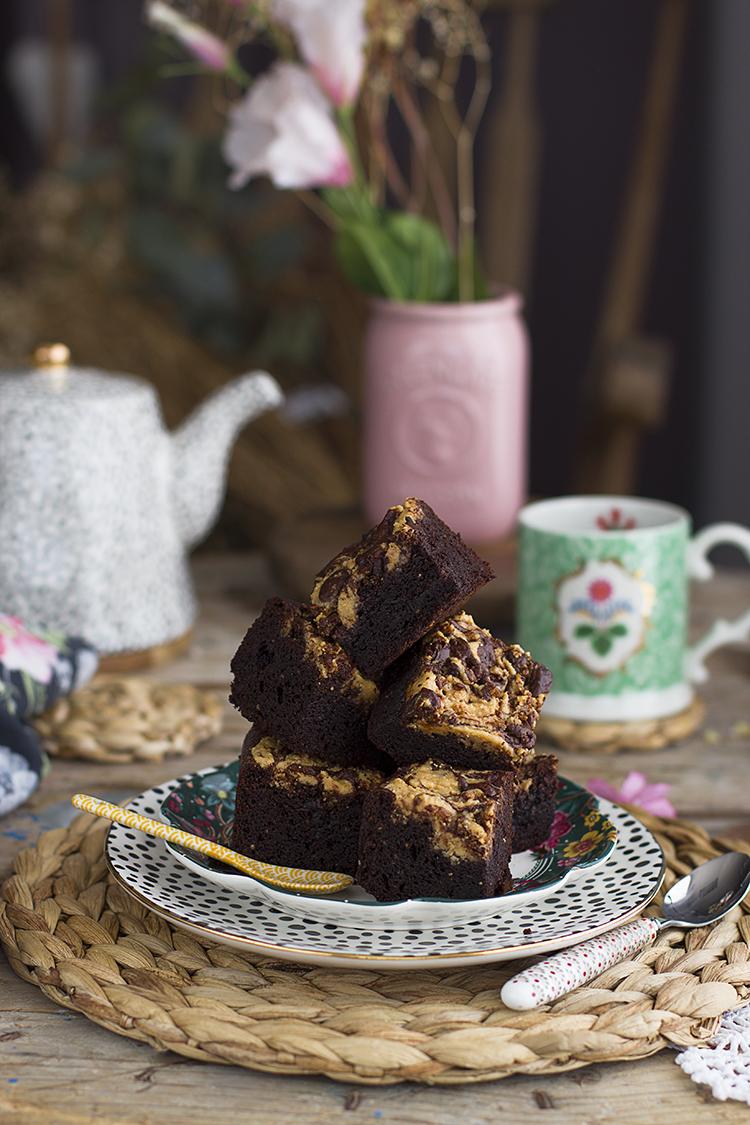 Brownie vegano con remolinos de cacahuete receta healthy