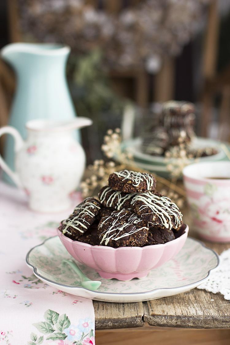 Galletas sin horno de avena, chocolate y cacahuete saludables