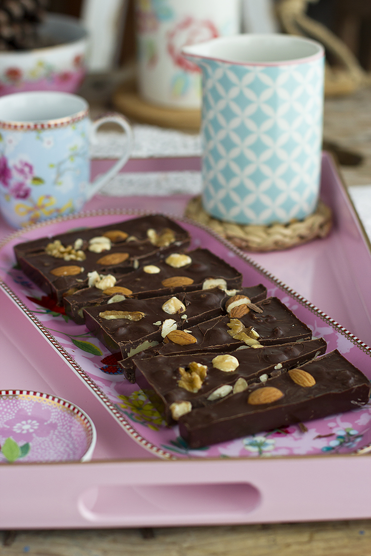 Tableta de Chocolate con Cacahuete y Frutos Secos receta fácil