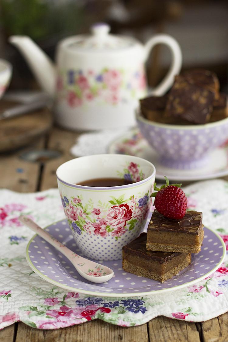 Cuadraditos de galleta caramelo y chocolate super sencillos y adictivos