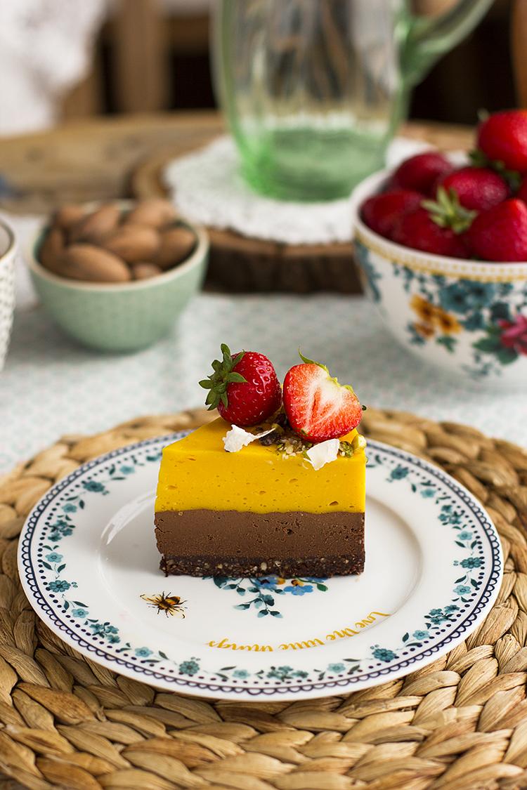 Tarta sin horno de Mango y Chocolate saludable y sencilla de hacer