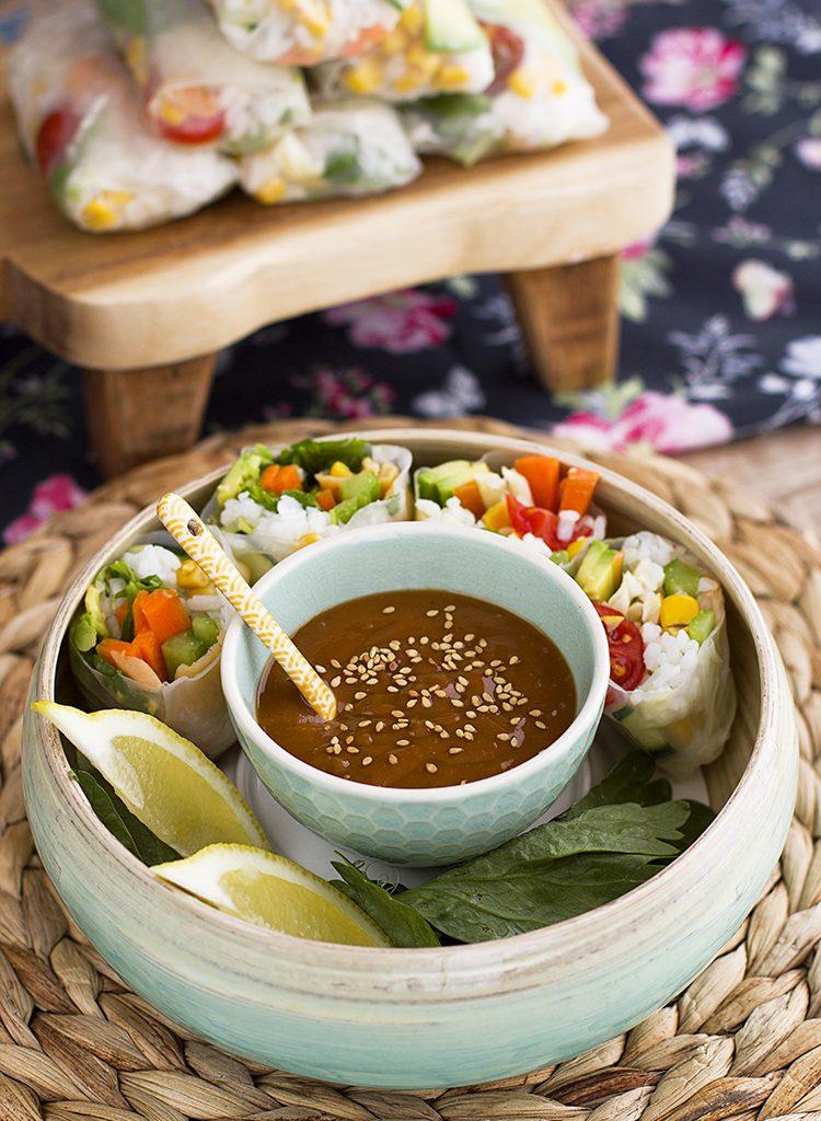 Rollitos Vietnamitas Con Salsa De Cacahuete Picante